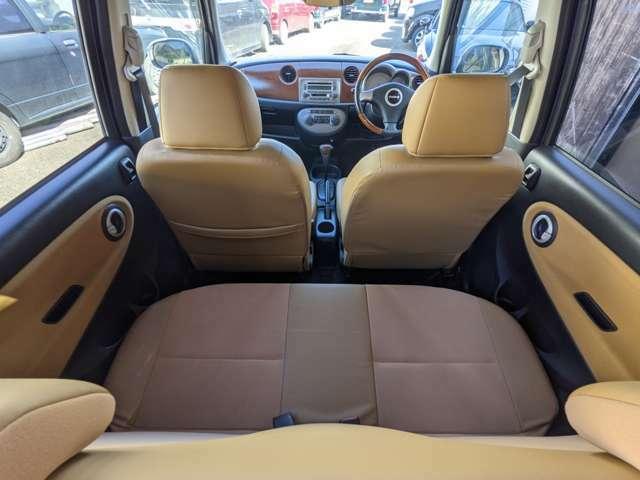 ベージュとブラックの内装がドライブを楽しくさせてくれます ちょっと離れたアウトレットや自然を満喫できるドライブや通勤や日常のショッピングなどでもアクティブなジーノライフになることは想像できますね♪