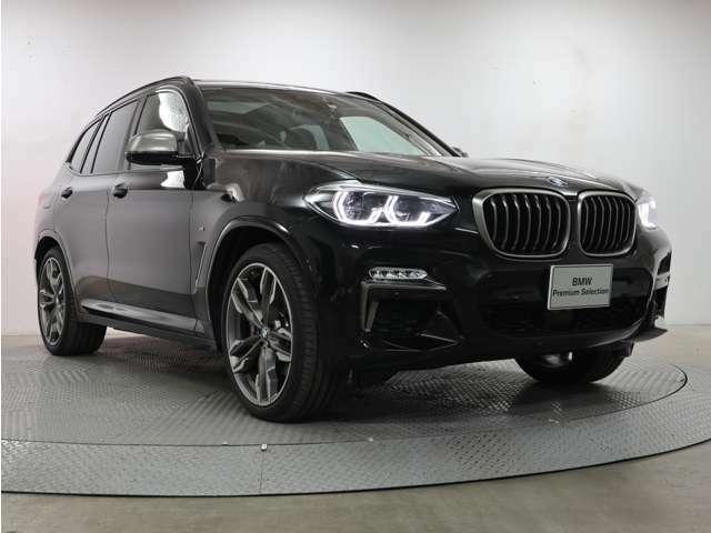 4灯ライト、キドニーグリルそしてエンブレムと、BMWの伝統を現代に引き継いでなお、新しく雄々しいフェイスですね☆
