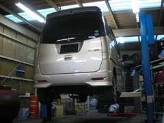 地方運輸局長から認証を受けた工場を完備しており、確かな技術を備えた整備士が点検・整備を行います。車検、整備お任せ下さい!