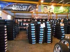 キャンペーン実施中です!広い店内には新品&中古タイヤホイールがいっぱいです!お車に合わせてコーディネートも可能です!