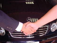 ディーラーの新車時保証と同等の保証を1年付ける事が可能です。