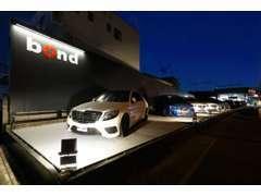 屋外展示スペースには6台~10台の車両を展示しております