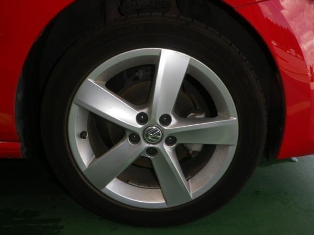 純正16インチアルミ!タイヤサイズは215/45R16です