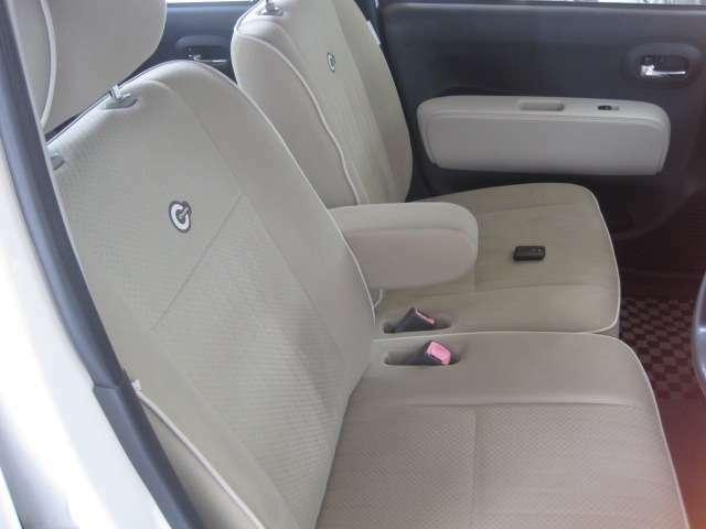 ベンチシートなので、運転席・助手席の行き来もしやすく、駐車時に役立ちます!また、開放感もいいですね。一度体感されるとクセになりますよ!