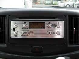 【純正オーディオ】CD再生&AM・FMラジオが聞けます♪シンプルイズベスト?!純正CDプレーヤーなので、内装と統一感があって見た目もかっこいいですね!