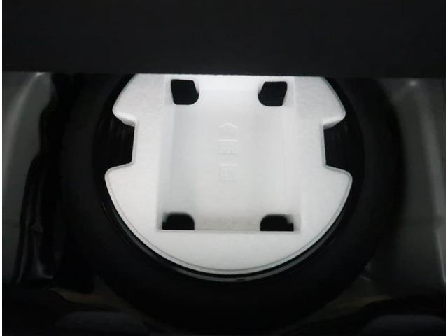 【トランク】トランク下にはスペアタイヤが付いています。