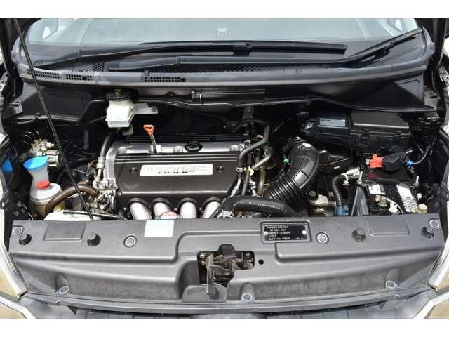 エンジンは車の心臓部分です。このエンジンルームが汚いとトラブルの基になります。当社は専用の洗剤を使用し徹底的に綺麗にします。