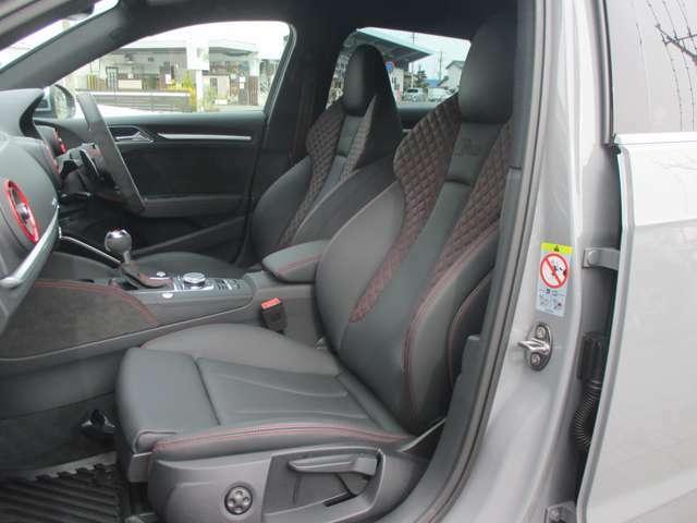 ダイヤモンドステッチングファインナッパレザー RSスポーツシート(フロント) 手動調整式シート 4ウェイランバーサポート(フロント) シートヒーター(フロント) シートベルトモニタリング