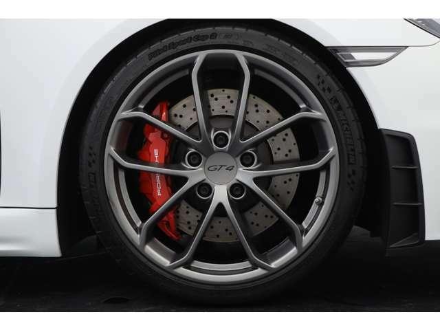 20インチ 718 Cayman GT4ホイールを装着しております。