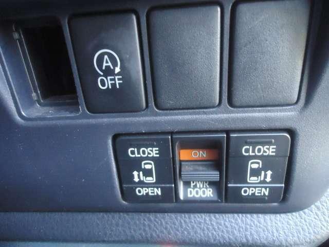 アイドリングストップのスイッチ  両側パワースライドドアスイッチは使いやすいところに設置されています