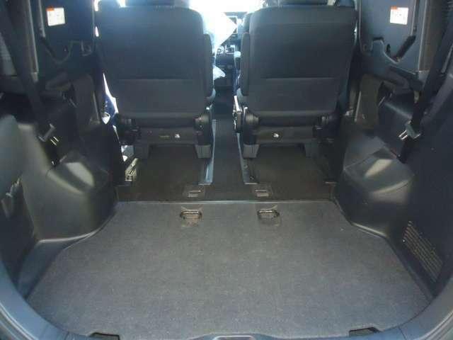 サードシートを格納すると更に広々です。長い荷物もOKですね。