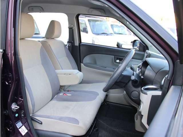 インパネシフトなので、運転席まわりはとても広くお使いいただけます。