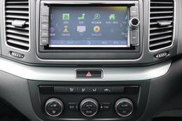 ナビは純正ナビで、CDDVDはもちろんTV、ブルートゥース、CD録音機能もついております!エアコンは3ゾーンオートエアコンになっております。