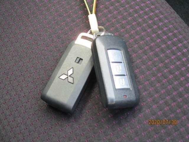 キーレスオペレーションシステム。携帯していればキーを取り出さなくてもドアの解錠・施錠が行えます。電池が減ってくると、メーターに表示されますのでご安心してお使いいただけることと思います。