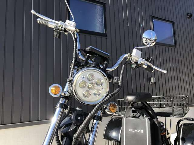 3段階の変速モード・LEDライト・ウィンカー・ブレーキランプ・ナンバー灯・泥除けカバー標準装備!ミニカー登録・車検不要・ヘルメット不要・車庫証明不要・公道走行可!
