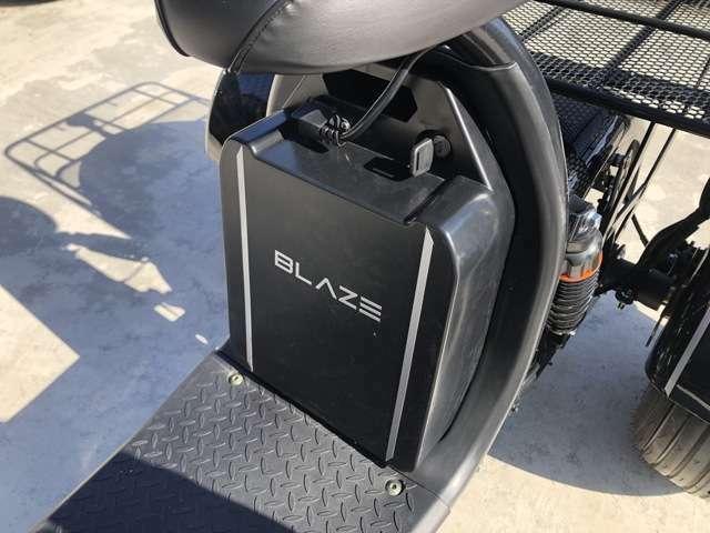 家庭用コンセントからの充電ができ、バッテリーの取り外しも可能。充電をする際取り外して持ち運ぶことで本体に直接コンセントを繋ぐ必要がありません。バッテリーの取り外しにはキーが必要なため、盗難も防げます。