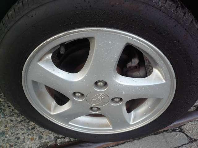 タイヤホイールの画像です