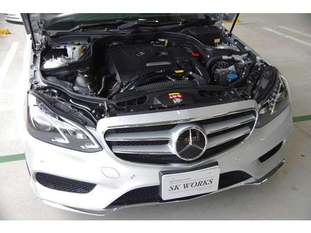 クリーンなエンジンルームを誇ります。新世代メルセデス「BlueDIRECT」エンジン・7速AT・アイドリングストップ・キーレスゴー・レーダーセーフティPKG・1オーナー・保証書・取説・記録簿・スペアキー