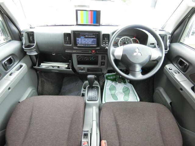 フル装備ABS・CD・メモリーナビ地デジフルセグTV(SDカード欠)・Bモニター・後席モニター・ETC・フォグ・エアコン・など嬉しい装備です