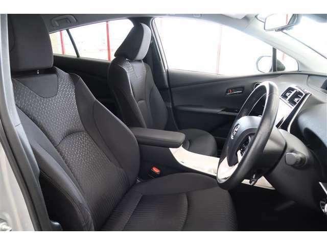 スポーティーなデザインに合わせて運転席はホールド感バッチリ。毎朝、乗り出し始めの期待感が高まります♪