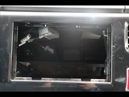 店内には最新ナビの展示ブースもございます。カロッツェリア・アルパイン・イクリプスのカーナビを取り扱っており、バックカメラ・フリップダウンモニターの取付も可能です。