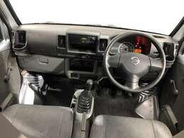 《運転席・助手席》スッキリとしたハンドル周りで使い勝手がいいです★