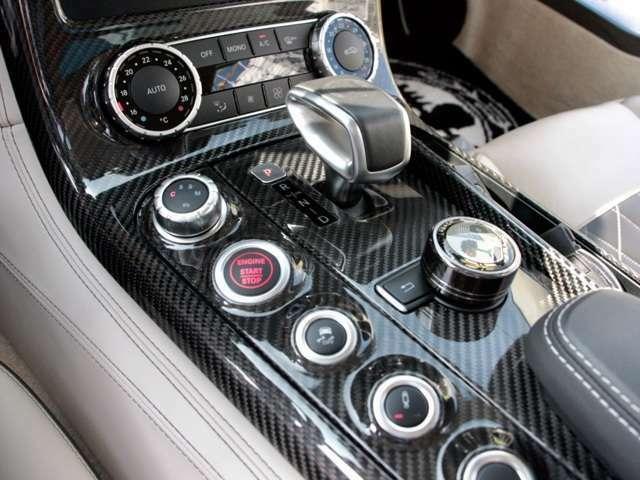 AMGスピードシフトDTC カーボンのセンターコンソールも傷や汚れなどなくとても綺麗な叙情やいです