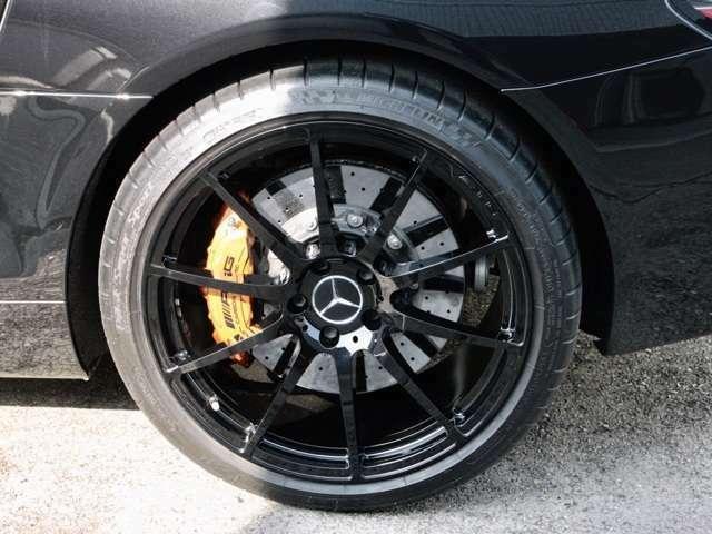 カーボンセラミックブレーキ AMG鍛造19インチ 10スポークアルミホイール カラードキャリパー カーボンセラミックローター F265/35ZR19 R295/30ZR20
