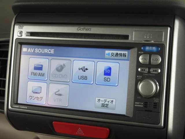 ナビゲーションはホンダ純正メモリーナビ(VXM-128VS)が装着されております。AM、FM、CD、DVD再生、ワンセグTVがご使用いただけます。初めて訪れた場所でも道に迷わず安心ですね!