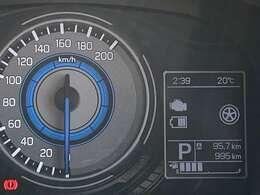 見やすい自発光メーターと3.5インチの大型マルチインフォメーションディスプレイ☆ディスプレイには平均燃費や航続可能距離、外気温計、時計など表示できますよ☆大きなディスプレイだから運転中も確認がしやすい