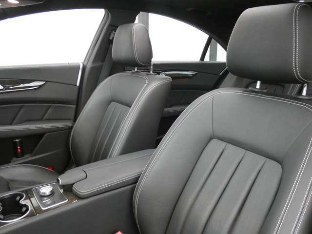 上質なレザーを使用したホワイトステッチ入りブラックレザーシートです!メモリー機能付きパワーシート、シートヒーターも装備しており快適なドライブをお過ごし頂けます!