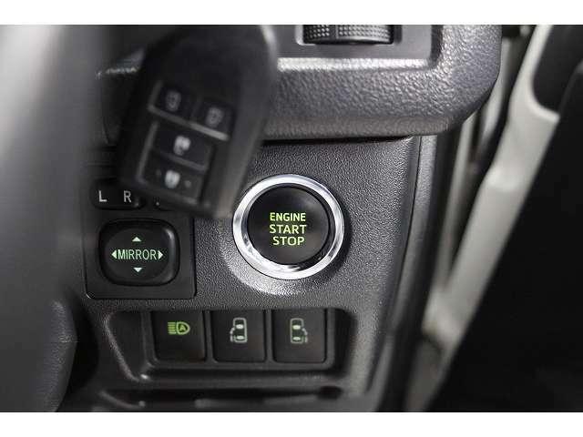 スマートキー装備なので画像のエンジンスタートのボタンプッシュでエンジン始動出来ます♪