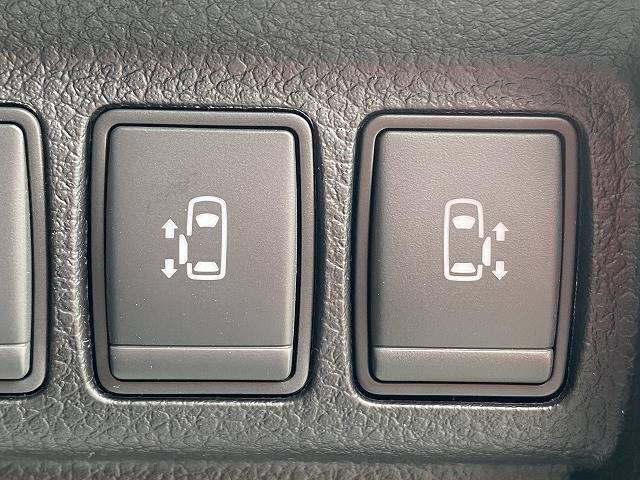 今やミニバンの定番装備となりつつある【両側電動スライドドア】。両側のスライドドアを電動で作動させます。