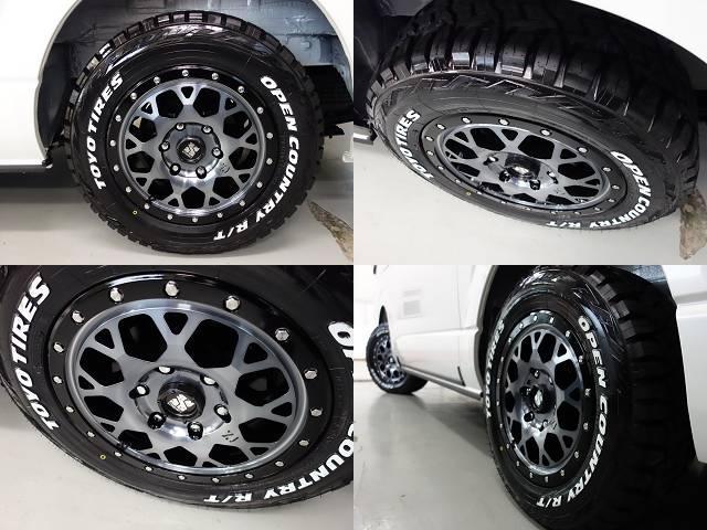 エクストリームJ16インチアルミホイールにタイヤはTOYOのオープンカントリーを新品で装着♪車検対応品になります!!