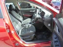 車検整備(法定24ヶ月点検)の費用が車両本体価格に含まれています。(E/Gオイル交換含む) 自動車税、自動車取得税、自動車重量税等の法定費用・自賠責保険・登録などに伴う消費用は別途必要になります。