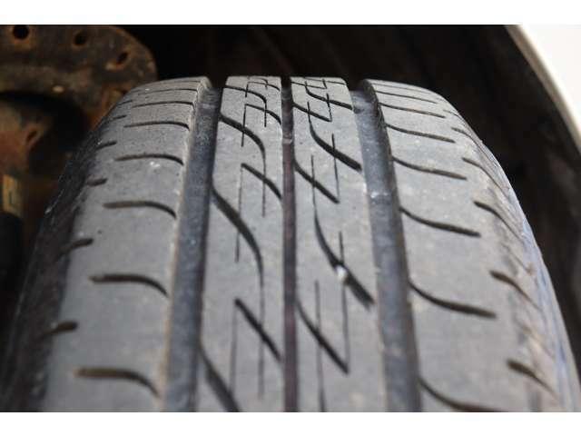 タイヤの山も5分以上!安心のタイヤで楽しくドライブして下さいね♪
