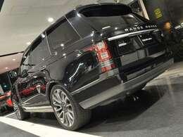 大型SUVモデルですが室内は4シーターで広々としております!