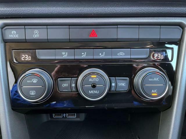 2ゾーンフルオートエアコンを装備していて、車内を快適な温度で保てます。