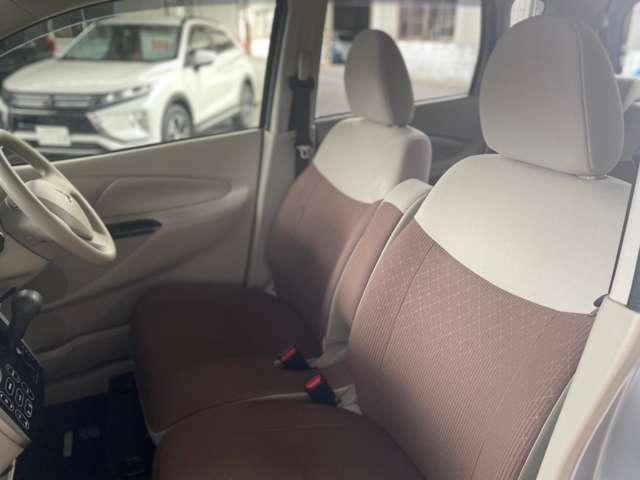 フロントシート 運転席側シートヒーター付きです。