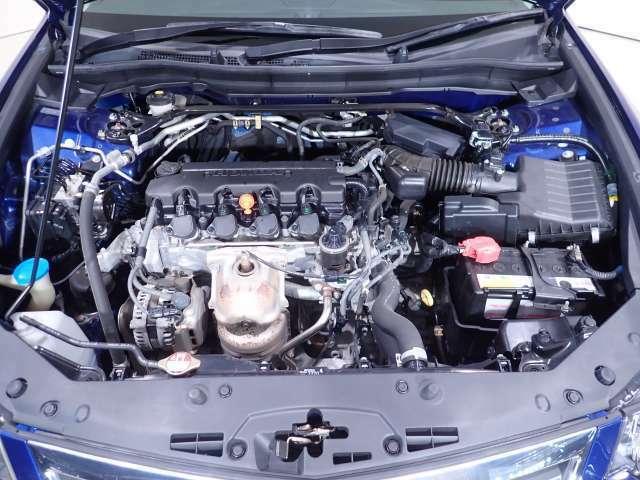 低燃費で、従来の2.4L車並みの力強い発進加速感。2.0L i-VTECエンジン。