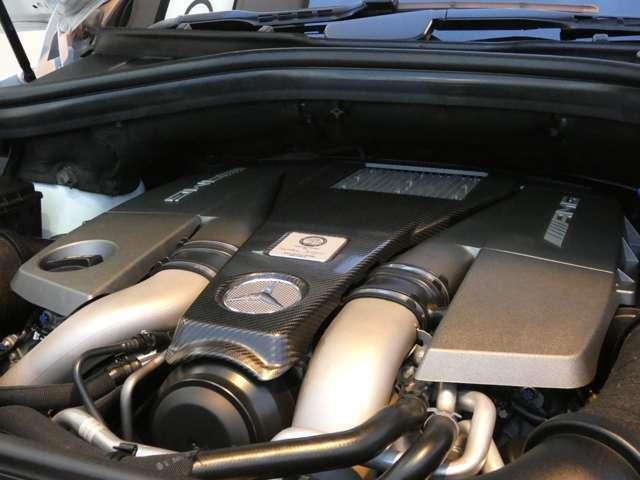 パフォーマンスPKG専用チューニングが施されたのV型8気筒DOHC5,500ccツインターボエンジンを搭載!AMG特有のトルクフルな加速・安定した走行性能が魅力です!
