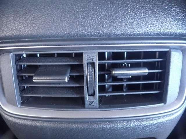 後席シートにエアコンの吹き出し口があります。