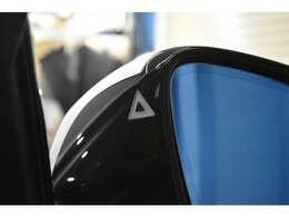 レーンチェンジウォーニング機能付! ドライビングアシスト機能!安全装備の車線逸脱警告や衝突被害軽減ブレーキ歩行者検知警告機能も備える一台で御座います!