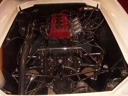 コスワースFVA(Four Valve type A)エンジン。1588cc。16バルブ、カムギヤトレーン、ペントルーフ燃焼室。10000rpmまで回る、レーシングエンジンです。ロータスツインカムとは全くの別物。