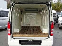 2017年4月登録/型式:QDF-KDH201V/8ナンバー(冷蔵冷凍車)/1年車検/2WD/3000cc/ディーゼル車/2人乗り/★荷室の床面には、木製のスノコが装備されています。