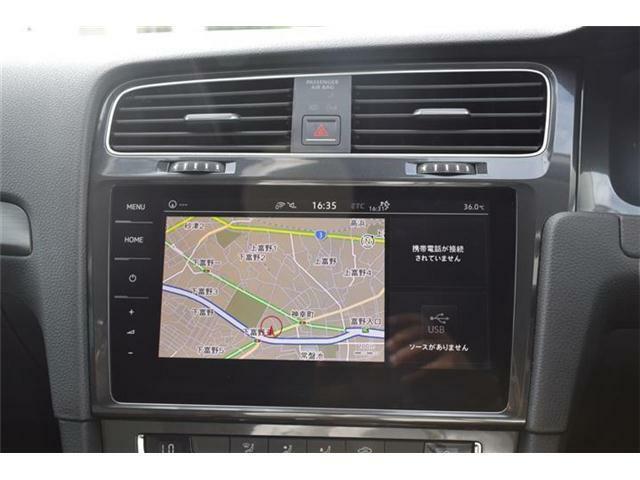 純正ナビDiscover Pro。リヤカメラ搭載。9.2インチ全面タッチパネル。ジェスチャーコントロール搭載。フルセグTV、CD/DVD、iPod/iPhone/音楽再生(WMA/MP3/AAC)、Bluetoothオーディオ/ハンズフリーフォン対応。