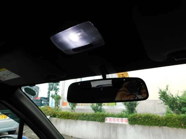 手元を照らすマップ照明はLEDライトです!車内の落とし物も発見しやすいです♪