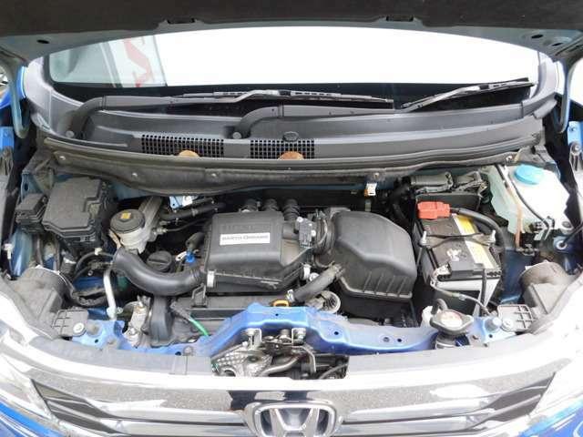 エンジンルームの画像です!当店以外にも社内に在庫が多数ございますので、まずはご相談ください!お車の車種やタイプ、ご予算などご希望の条件のお車をご紹介させて戴きます!