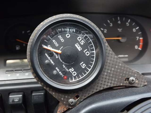 ★社外ターボメーターも搭載されております♪本格的な走りを求めるお客様にもおススメの装備です♪