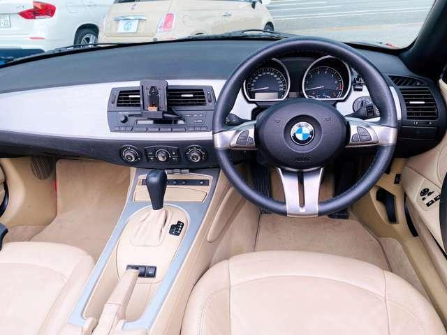 ★インテリアはベージュを中心としたデザインとなり、ラグジュアリーさを感じさせるポイントの1つです!BMWのコックピット廻りは人間工学に基づいてドライバーが操作しやすいように設計されております!★
